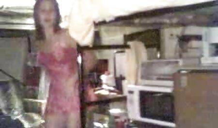 चश्मे में सुंदर लड़की द्वारा किया कैमरे पर बीएफ सेक्सी फिल्म एचडी फुल घर का बना ब्लेड