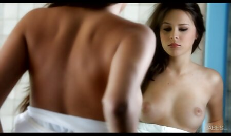 एक असली सेक्सी फिल्म फुल एचडी में सेक्सी फिल्म गोली मार में, एक सुंदर श्यामला एक औरत बनाने प्यार देख रहा है, जबकि आराम