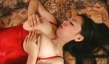 पैंटी मॉडल स्टूडियो में जा रहा है . एक उत्पाद सेक्सी फिल्म फुल एचडी सेक्स के साथ