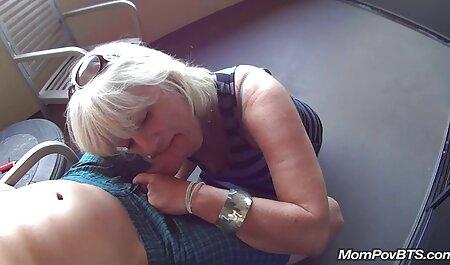 वह फुल सेक्सी एचडी वीडियो फिल्म अपनी नई माँ से मिलने आया था और दिवालिया माँ फाड़े